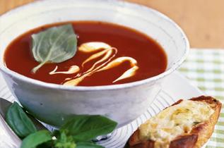 Rezept: Tomaten-Orangensuppe mit Quarkkrusteln